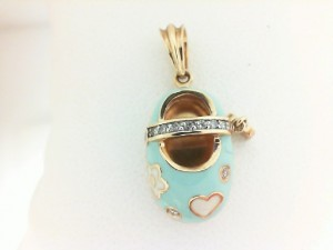 14 Kt Y/Gold Dia 0.09 Ct And Enamel Baby Shoe With Heart Dangle