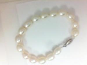 White 14 Karat Bracelet Fresh Water Pearls Length: 7