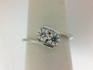 Forevermark: 18 Karat White Gold Fashion Ring With One 0.20Ct Forevermark Round I Vs2 Diamond And One 0.20Ct Forevermark Round I Vs1 Diamond FM 6988710 / 6893162