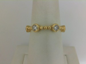 Forevermark: 18 Karat Yellow Gold Tribute Ring With Four - 0.08Ct Forevermark Rnd Diamond= .32Tdw