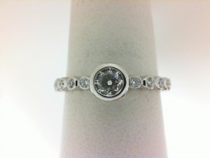 Forevermark: 18 Karat  White Gold Tribute Ring With One 0.20Ct Forevermark Round H Vs1 Diamond And 16=0.15Tw Non Forevermark Round Diamonds FM8206163