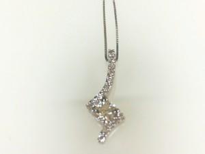 Forevermark:18 Karat White Gold Pendant With One 0.22Ct Forevermark Round F Si2 Diamond And 16=0.10Tw Round Diamonds On 14 Karat 18