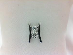 Forevermark:18 Karat White Gold Pendant With One 0.18Ct Forevermark Round G Si1 Diamond And One 0.18Ct Forevermark Round G Si1 Diamond On 14Kt Chain   FM 1988621 / 1936225