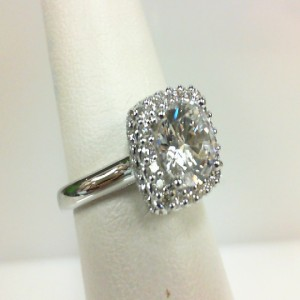White 14 Karat Ring  With 0.35Tw Round Diamonds  Name Renaissance  Center Size 7mm