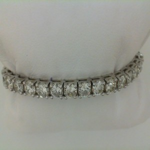 14 Karat White Gold 14.35 Ct Diamond Straightline Bracelet