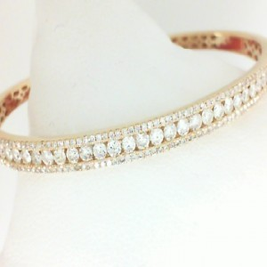 Yellow 14 Karat Bangle Bracelet With 195=2.06Tw Round Diamonds