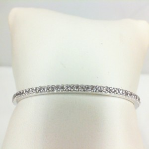 White 14 Karat Bangle Bracelet With 50=0.98Tw Round Diamonds