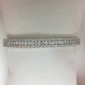 White 14 Karat Bangle Bracelet With 195=1.99Tw Round Diamonds