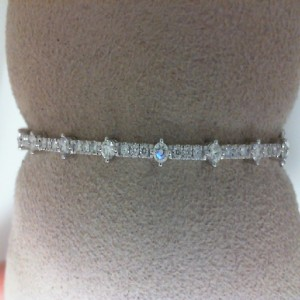 White 14 Karat Bangle Bracelet With 33=0.80Tw Round Diamonds