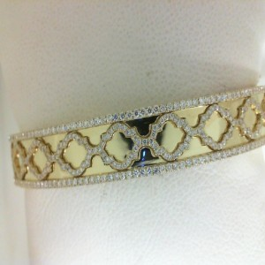 Yellow 18 Karat Bangle Bracelet With 410=1.27Tw Round F/G Si1-2 Diamonds Style Name: PRECIOUS PASTEL BRACELET