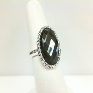 Sterling Silver Fashion Ring With One 18.00X13.00Mm OvalWhite Qtz Over Hematite