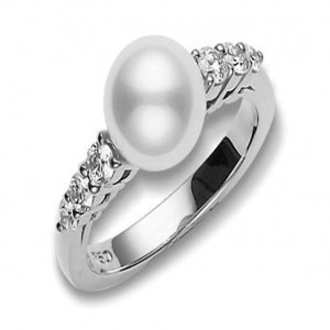 18 Karat White Gold Ring With One 8.00Mm Round Pearl And 6=0.31Tw R Diamonds