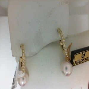 Yellow 18 Karat Earrings With 2=7.50Mm Round Pearls And 20=0.08Tw Round Diamonds