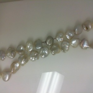 Lady S Freshwater Baroque Strand With 23=16.00-15.00Mm Baroque White Pearls Length: 18