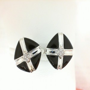 18 Karat White Gold Black Onyx And Diamond Cuff Links 0.03 Ct