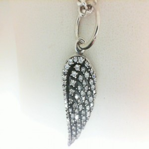 Sterling Silver Medium Wing Pendant W/ Pave Cz Pendant On 18 Curb Link Chain