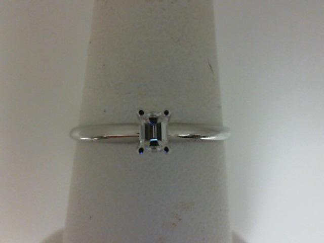 14 karat white gold emerald cut diamond 0.17Ct  H VS2