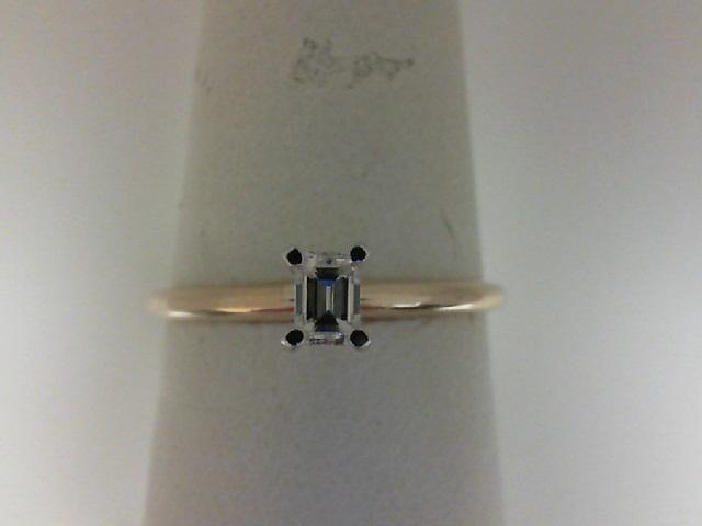 14 karat yellow gold emerald cut diamond 0.17Ct  H VS2