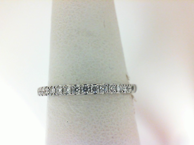 Forevermark Petitie: 18 Karat White Gold Wedding Band With 18=0.17Tw Round Diamonds