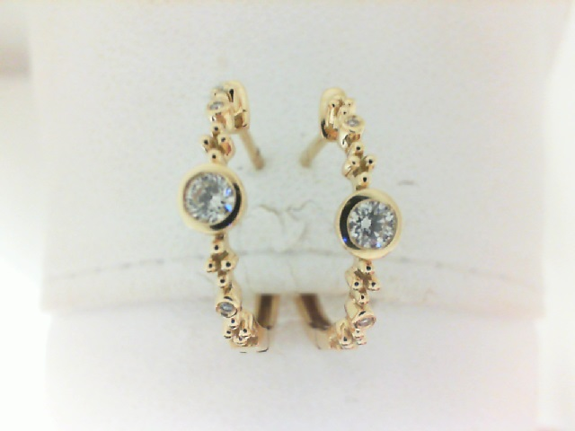 Forevermark: 18 Karat Earrings With One 0.08Ct Forevermark Round G Si1 Diamond, One 0.08Ct Forevermark Round G Si1 Diamond And .01 Twt Non Forevermark Diamonds Fm9375625 Fm9771597