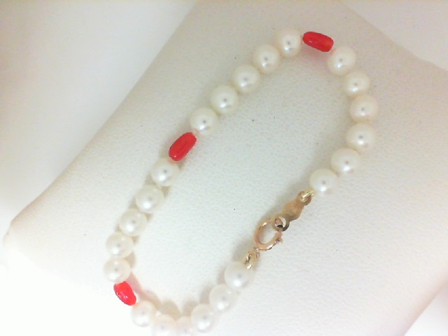 14 Karat Yellow Gold Freshwater Pearl Bracelet With 3 Coral Beads 5.5 Inch