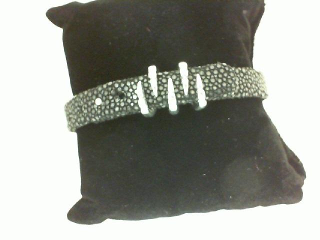 Sting HD: Pure Sterling Silver Bracelet Name: Black Sting/Claw Length: Medium Diameter: 9mm