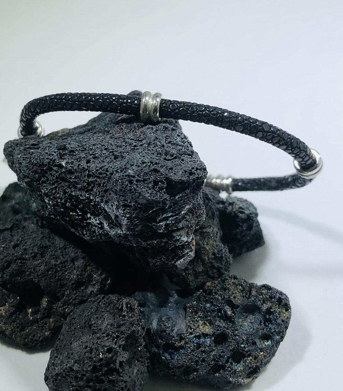 Sting HD: Sterling Silver Stingray Bracelet Black  Size:  7.75