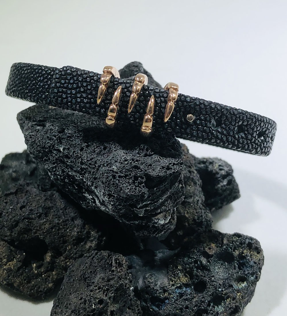 Sting HD: Rose Sterling Silver/Rose Gold Plating Bracelet Name: Black Sting/Claw Length: Medium Diameter: 9mm